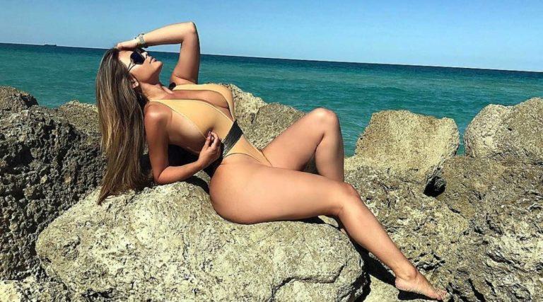 фотки с возбуждающими фотками молодых женщин на пляже голых