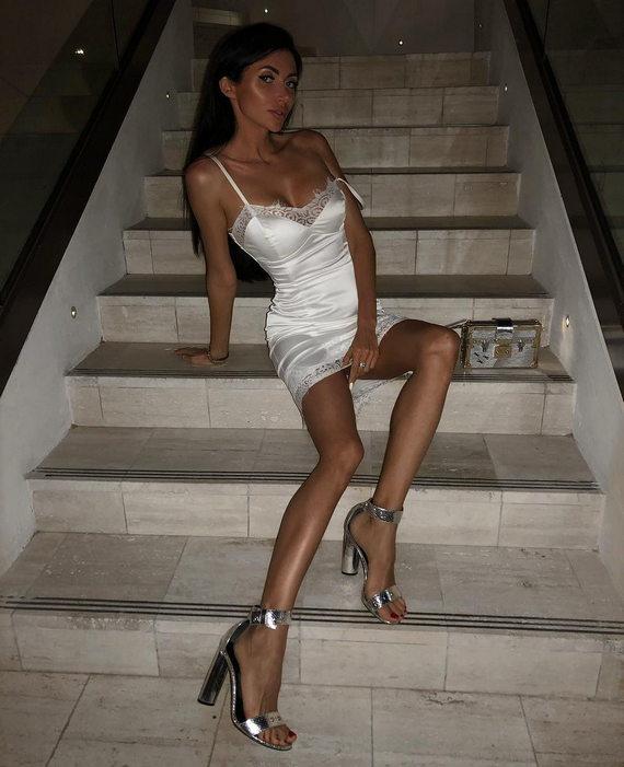 Марина Майер в нижнем белье белого цвета