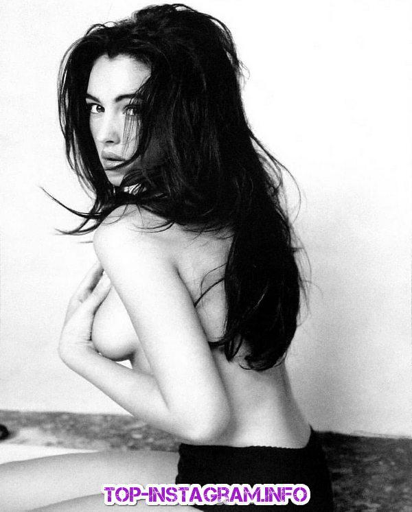 Моника Беллуччи гола фото